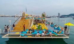 Tappia Floating Cafe คาเฟ่ลอยน้ำกลางทะเลพัทยา ตกหมึก ชมเมืองพัทยาแบบ 360 องศา