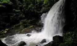 น้ำตกร่มเกล้าภราดรสวยงามตระการตาในช่วหน้าฝน ธรรมชาติฟื้นฟูหลังปิดการท่องเที่ยว