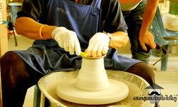 """เสน่ห์ชุมชนไทยไม่ไปไม่รู้ """"พระเมตตาสร้างอาชีพ ศูนย์ศิลปาชีพเซรามิกเลื่องชื่อ"""" บ้านกุดนาขาม จ.สกลนคร"""