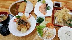 Kare-San อิ่มอร่อยกับแกงกะหรี่และข้าวหน้าหมูทอด พร้อมอาหารชุดในราคากันเอง
