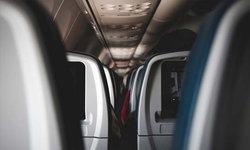"""18 สิ่งที่ไม่ควรทำ """"บนเครื่องบิน"""" หากไม่อยากป่วย"""
