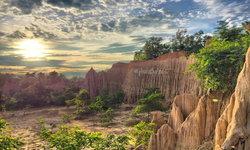 เสาดินนาน้อยและคอกเสือ สิ่งมหัศจรรย์ที่สร้างสรรค์โดยธรรมชาติ