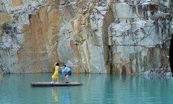 เช็กอินบ่อน้ำสีฟ้าสุดมหัศจรรย์ในเหมืองเก่า แห่งเมืองดาลัด เวียดนาม