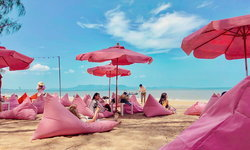 Tutu Beach Cafe คาเฟ่บนชายหาดสุดน่ารัก ที่จะเปลี่ยนทะเลให้กลายเป็นสีชมพู