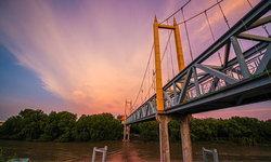 เปิดพิกัดถ่ายรูปสวยใกล้กรุงเทพฯ สะพานแขวนข้ามแม่น้ำหน้าองค์พระสมุทรเจดีย์