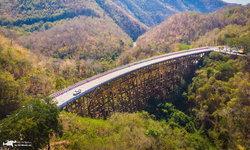 สะพานห้วยตอง หนึ่งในเส้นทางผ่านหุบเขาที่สวยงามที่สุดในเมืองไทย
