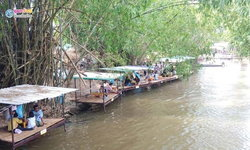 ช้อปสุดเพลิน ล่องเรือใต้ร่มไม้ที่ ตลาดน้ำสามวัง พนัสนิคม ชลบุรี