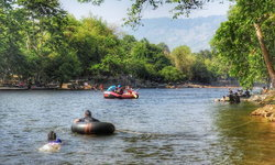 เล่นน้ำคลายร้อน เขื่อนขุนด่านปราการชล ในช่วงที่น้ำเยอะมากน่าไปเที่ยว