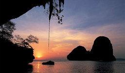 สุดยอดมุมมอง ชมพระอาทิตย์ตกได้ จากในถ้ำที่ถ้ำพระนาง จ.กระบี่