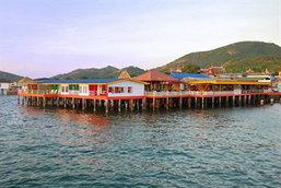ลารีนารีสอร์ทบายเดอะซีเกาะล้าน ที่พักเกาะล้าน