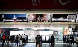 """""""สำนึกในพระมหากรุณาธิคุณ"""" 5 สถานี BTS ปรับภาพโฆษณาให้กลายเป็นชุดภาพในหลวงรัชกาลที่ 9"""