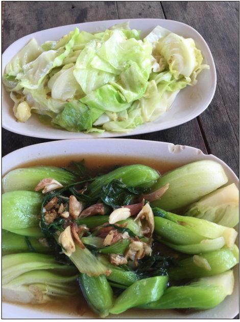 กะหล่ำปลีทอดน้ำปลาและผัดผักฮ่องเต้น้ำมันหอย