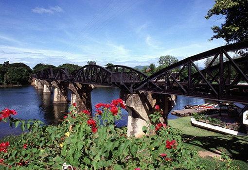 สะพานข้ามแม่น้ำแคว เที่ยวกาญจนบุรี