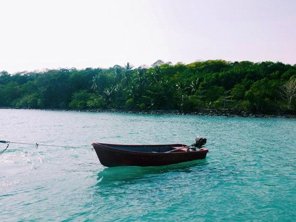 นั่งเรือเล่นที่ เกาะกูด