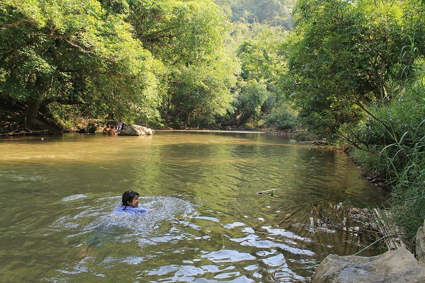 เล่นน้ำ แซงกาเลีย