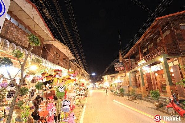ถนนคนเดินกลางคืน ในเชียงคาน