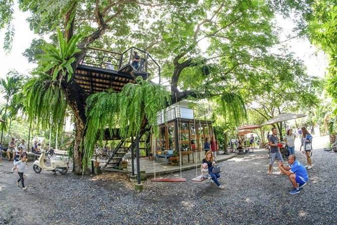 ร้านกาแฟ บ้าน 1000 ไม้ สามโคก