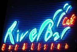 River Bar Cafe' : Eat & Listen