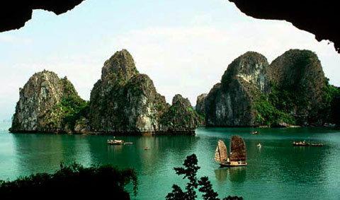 อ่าวฮาลอง (Ha Long Bay) เกาะแห่งธรรมชาติ