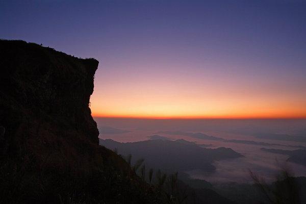"""ปลายฝน..ต้นหนาว ยลเสน่ห์ทะเลหมอก พระอาทิตย์ขึ้น แห่ง """"ภูชี้ฟ้า"""""""