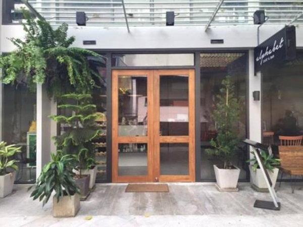 Alphabet Cafe & Bar คาเฟ่นั่งสบาย ย่านสาทร