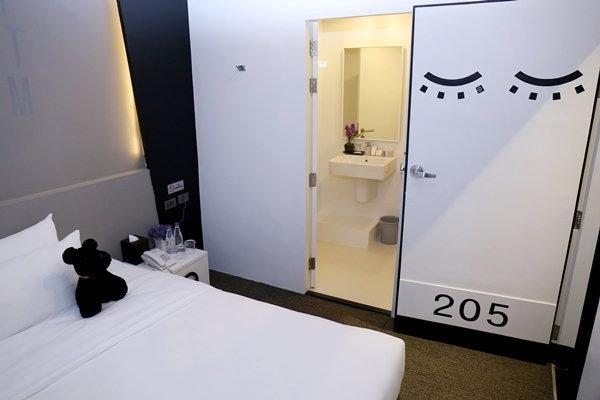 """พาทัวร์ 'แคปซูน โฮเทล' ที่พักแนวใหม่ในสนามบิน """"Sleep Box"""""""