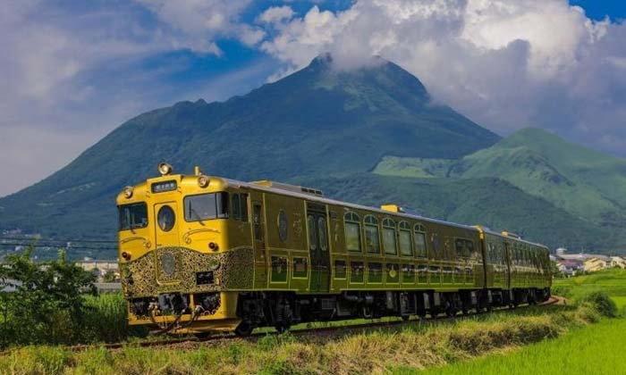 กินลมชมวิวไปกับ 6 รถไฟท่องเที่ยวของญี่ปุ่น