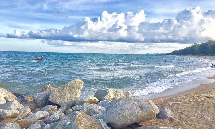 """เปิดชายหาดลับของประจวบคีรีขันธ์ """"ชายหาดแสงอรุณ"""" สงบและสวยงามอย่างมาก!!"""