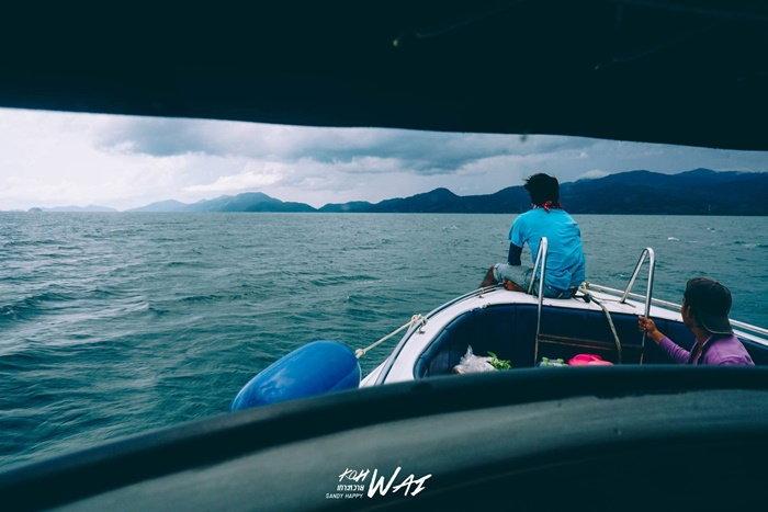 ขึ้นเรือที่ท่าเรือแหลมงอบ ไปเกาะหวาย