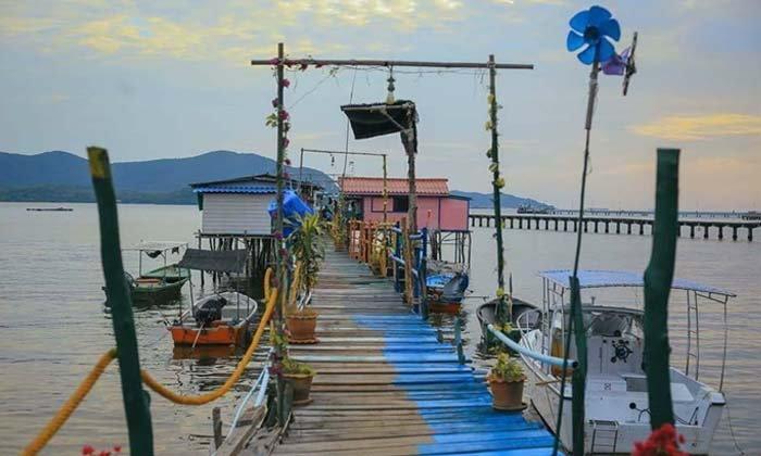 พาไปโดดน้ำทะเลสัตหีบจากระเบียงบ้าน @น้าพลคานเรือเล็ก ในราคาเพียงคืนละ 800 บาท