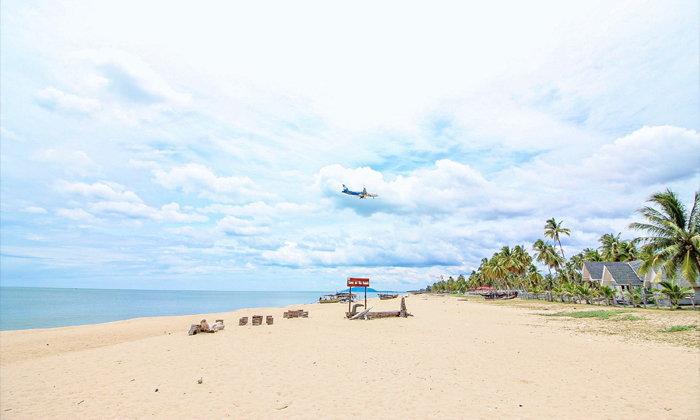 เที่ยวชุมชนทำเรือกอและบ้านทอน จุดชมเครื่องบิน Landing เหนือชายหาด