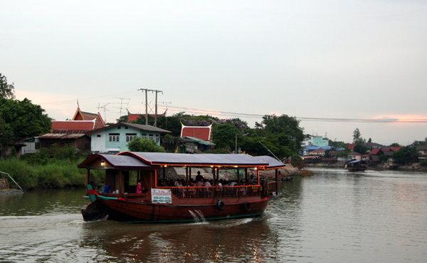 รวมมิตรร้านอาหารวิวสวยริมแม่น้ำ เมืองกรุงเก่า