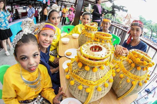 ไม่ไปแล้วจะเสียดาย! ชม ชิม ชอป ตลาดน้ำขวัญเรียม มีนบุรี