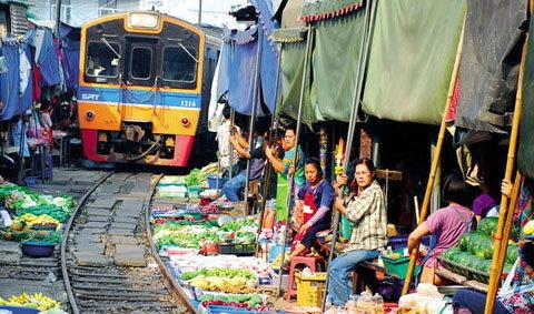 10 ตลาดเช้าน่าเดิน อร่อยเริ่ดที่สุดในเมืองไทย