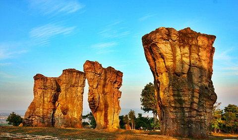 มอหินขาว สโตนเฮนจ์เมืองไทย อันซีนชัยภูมิ