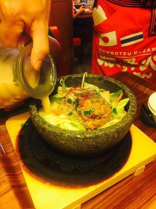 TONKOTSU KAZAN RAMEN ราเมงสไตล์ใหม่ อร่อยแบบภูเขาไฟ
