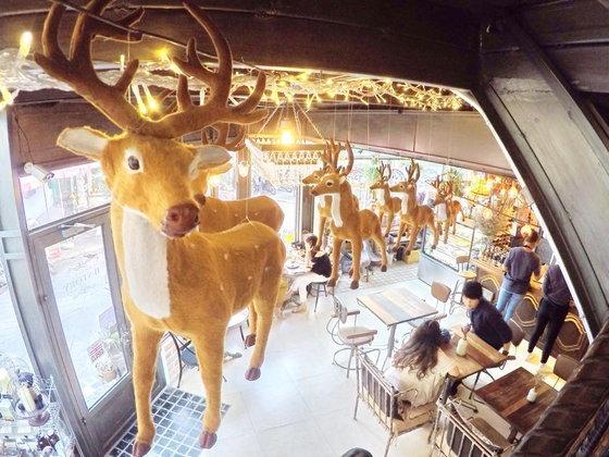 B-Story Cafe | ตามรอย Club Friday The Series  ตอน ความลับของห้อง ม.6/3