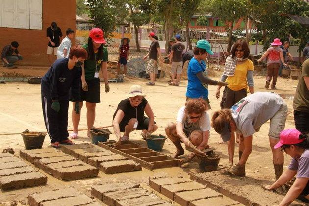จิตอาสา : สร้าง บ้านดิน ให้น้องๆ ร.ร.วัดสำมะกัน ความดีทำได้เลย ไม่ต้องรอ | อยุธยา