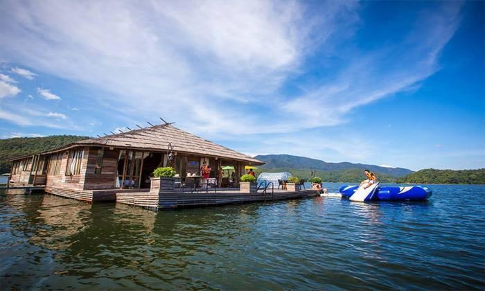 พักกาย พักใจ ไปล่องลอยบนสายน้ำกับ Mountain Float ที่พักกลางเขื่อนแม่งัด เชียงใหม่