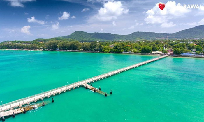 เดินเล่นลงสู่กลางทะเลสีฟ้าใส พร้อมกับอาหารทะเลสด ๆ ราคาถูก ณ ท่าเรือราไวย์