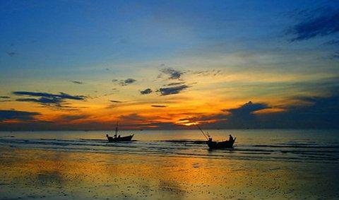 หนีร้อนไปเที่ยวทะเล หาดเจ้าสำราญ เพชรบุรี