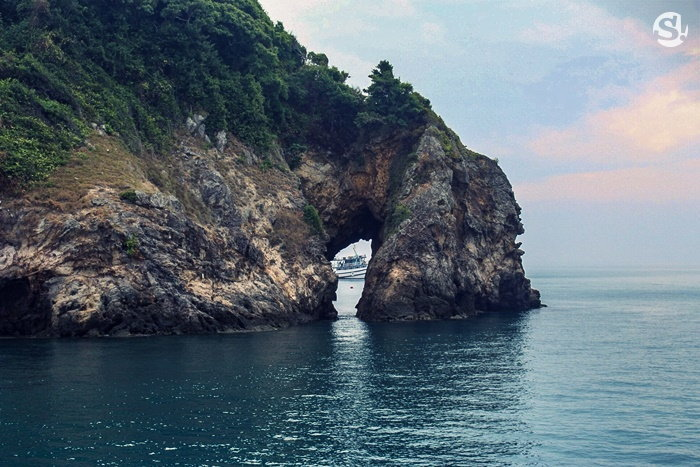 ที่เที่ยวระยอง เกาะทะลุ ระยอง