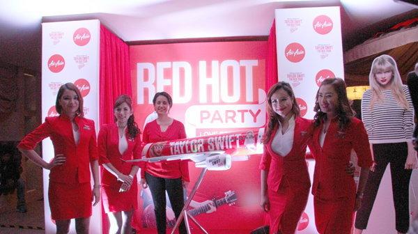 แอร์เอเชีย  Taylor Swift RED HOT Party เผยโฉมเครื่องบินเพ้นท์ลาย เทย์เลอร์ สวิฟต์ (Taylor Swift)
