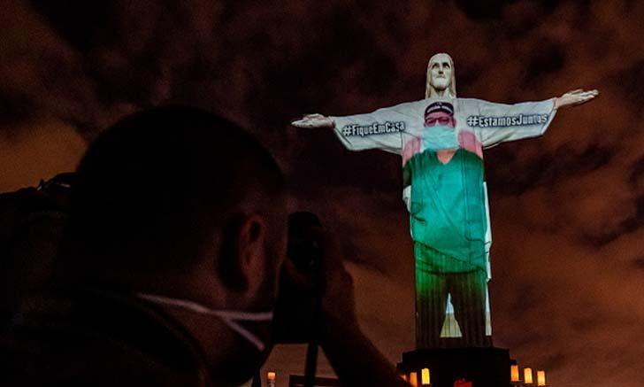 บราซิลฉายภาพชุดแพทย์บนรูปปั้นพระเยซู ให้กำลังใจบุคลากรทางการแพทย์ทั่วโลกสู้กับ COVID-19