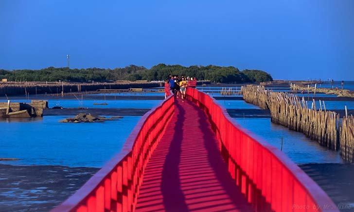 สะพานแดงศาลเจ้าพ่อมัจฉานุ แลนด์มาร์คแห่งสมุทรสาคร ทาสีใหม่สวยงามน่าไปเที่ยวชม