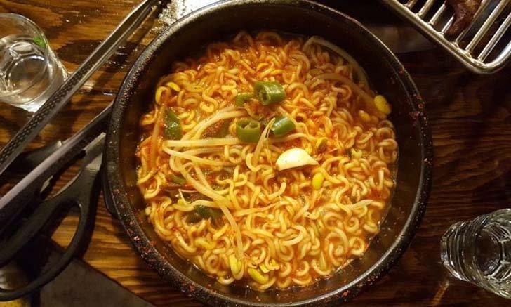 เคล็ดไม่ลับ ต้มบะหมี่กึ่งสำเร็จรูปให้อร่อย ฉบับคนเกาหลี ง่ายนิดเดียว!
