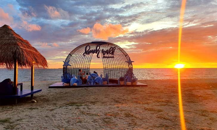 Beach Walk ออเจ้าซีฟู้ด บางแสน ร้านอาหารริมทะเลที่มีจุดเช็กอินสุดปัง  มาแล้วได้รูปสวยแน่นอน