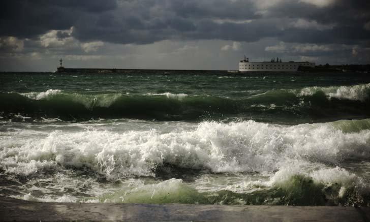 หยุดยาวไปเที่ยวทะเล ต้องระวังอะไรกันบ้าง