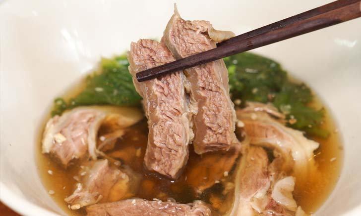 """""""เนื้อวัวไร้เทียมทาน"""" เกาเหลาเนื้อสุดพรีเมียม ที่รวมของอร่อยเอาไว้ในชามเดียว"""