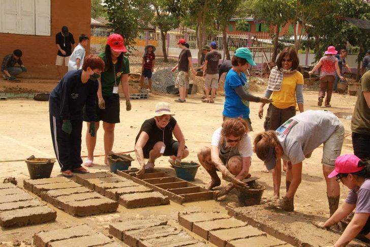 จิตอาสา : สร้าง บ้านดิน ให้น้องๆ ร.ร.วัดสำมะกัน ความดีทำได้เลย ไม่ต้องรอ   อยุธยา